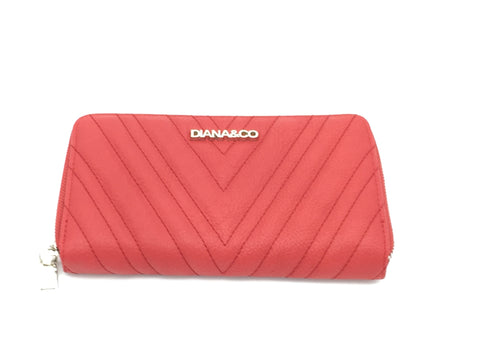 Diana & Co quilted detail zipper around purse