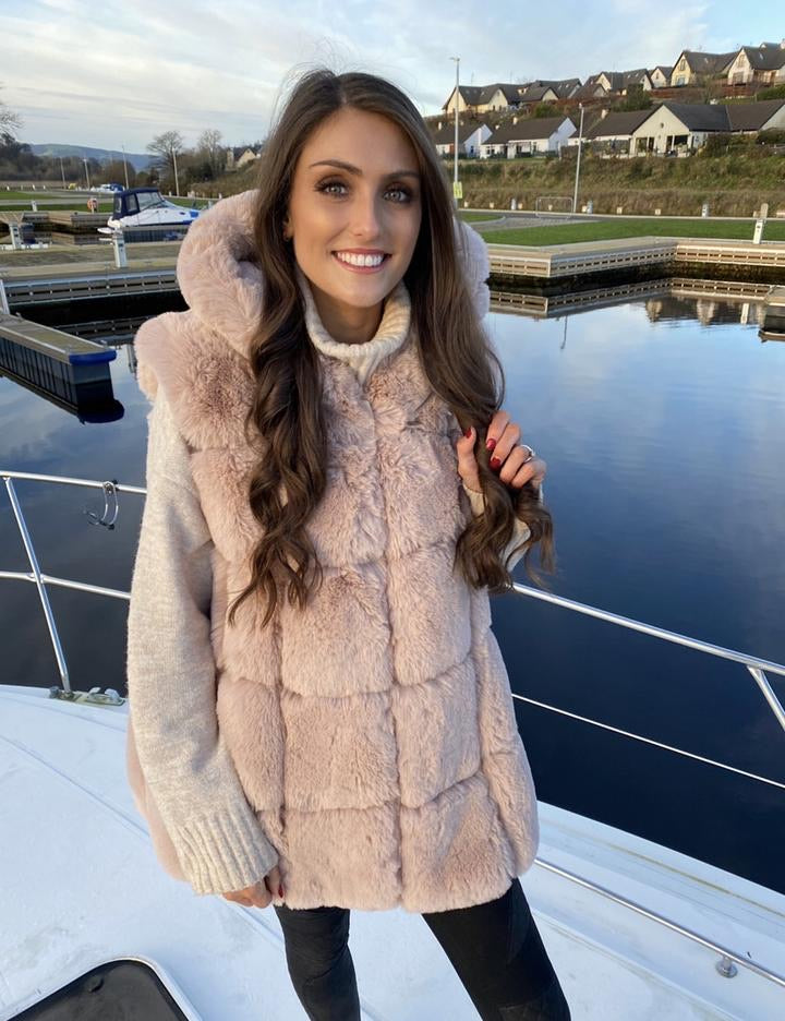 Luxury Pink Faux Fur hooded Gilet 🌸
