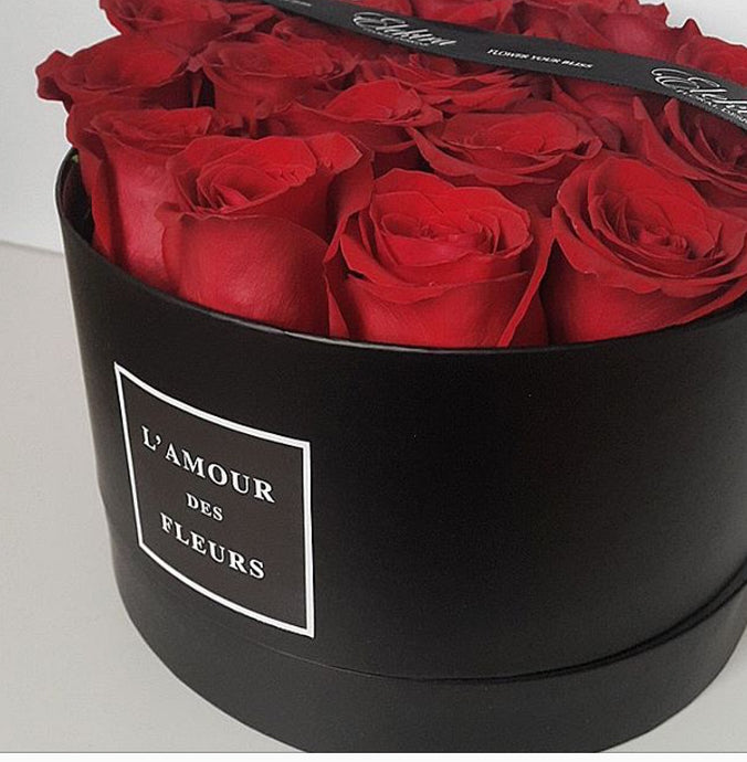 14. Fresh Roses (in water) - Round Classic Hatbox