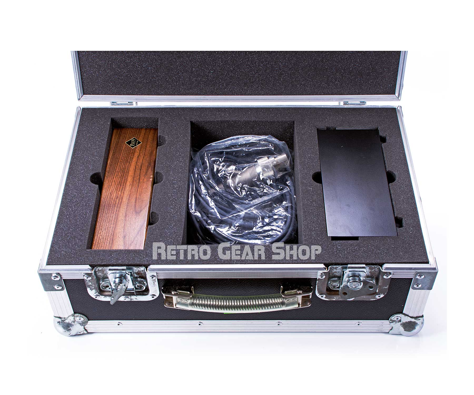 FLEA Microphones 12 Flight Case Open