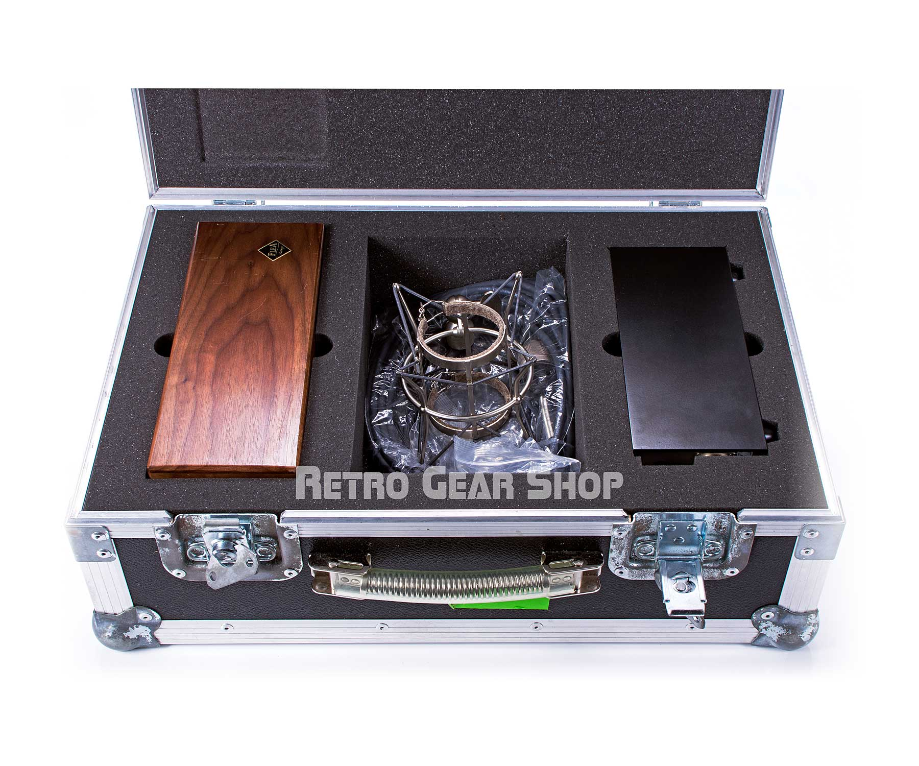 FLEA Microphones 48 Flight Case Open