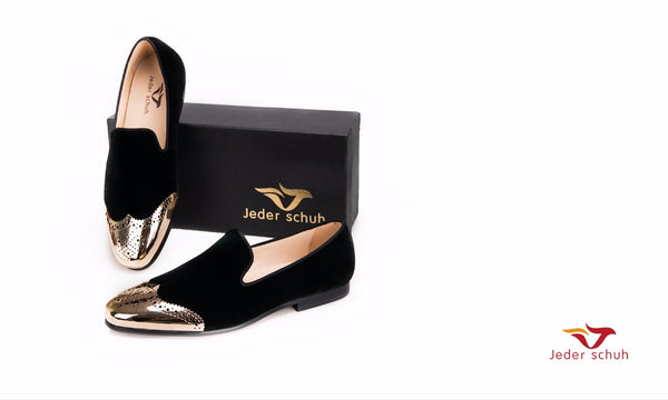Men shoes Black velvet shoes with gold Bullock buckle Fashion party and wedding men loafers