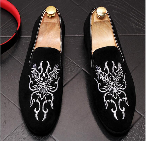 New Black Suede Men Shoes Exquisite black red loafers Mens and embroidery Party Loafers Men Dress Flat Shoes for Men wedding.