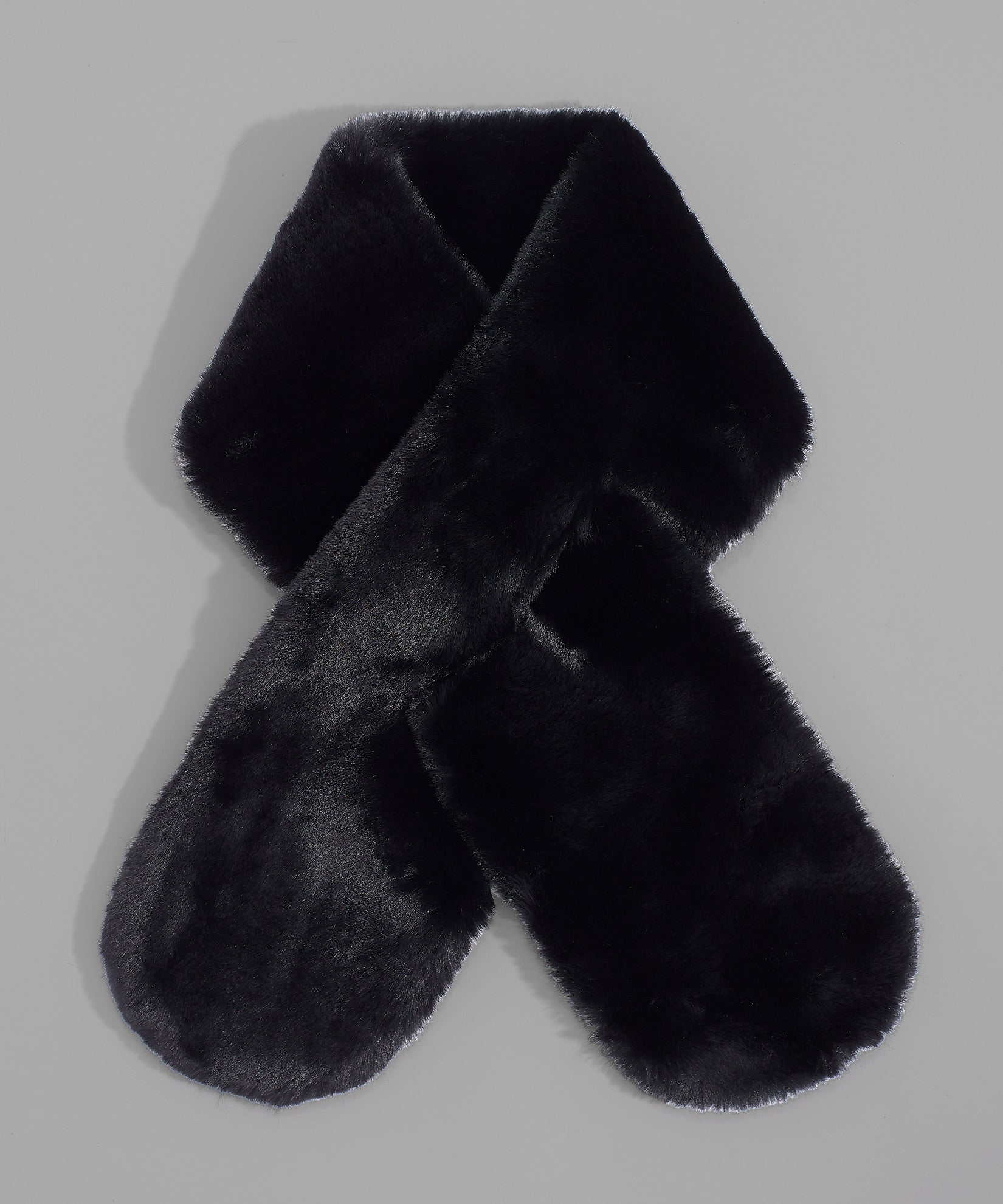 Echo Black - Faux Fur Pull-Through