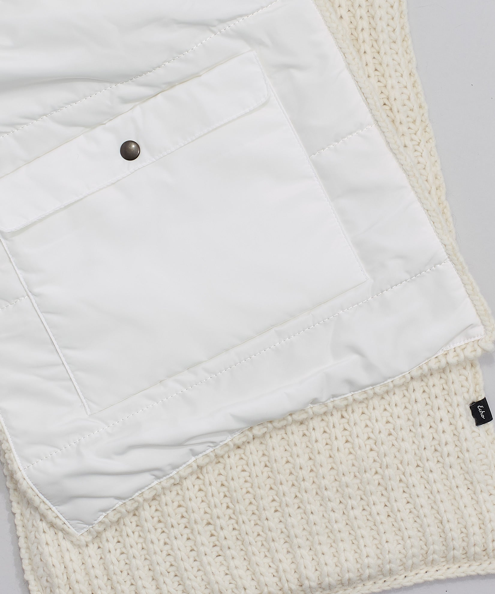 Echo Ivory - Reversible Muffler With Pockets