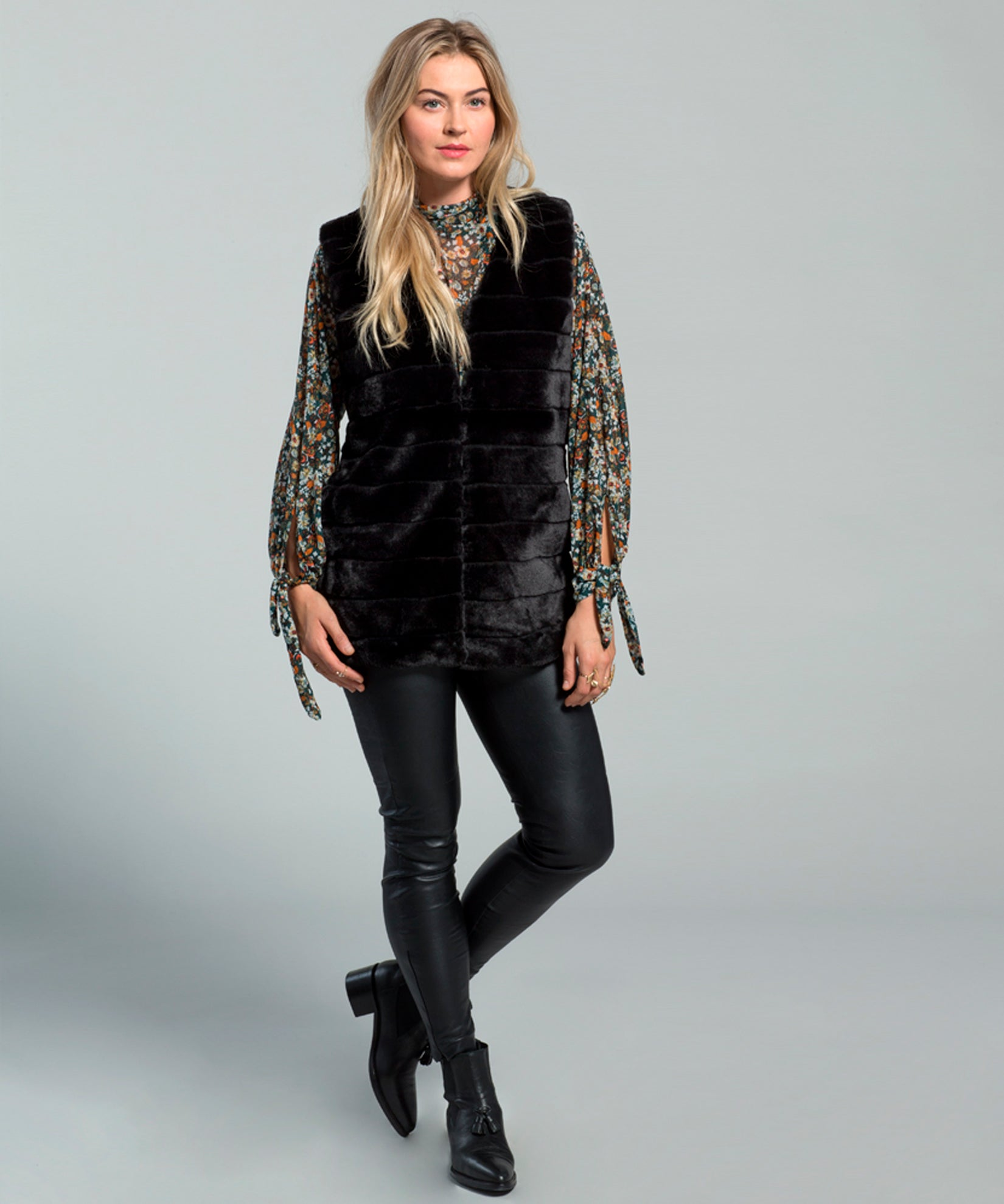 Echo Black - Faux Fur Vest