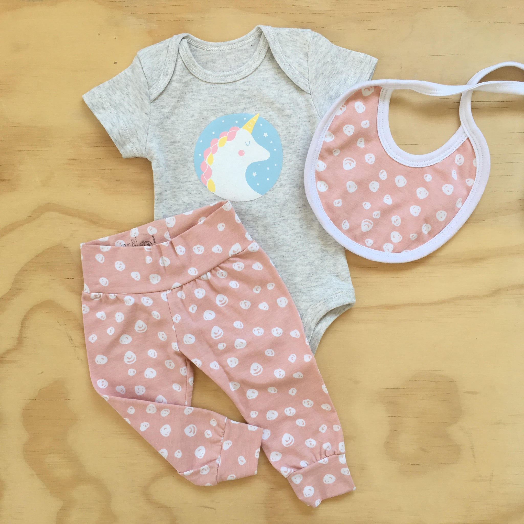 set pack ajuar body legging babero recién nacido my way kids algodón organico