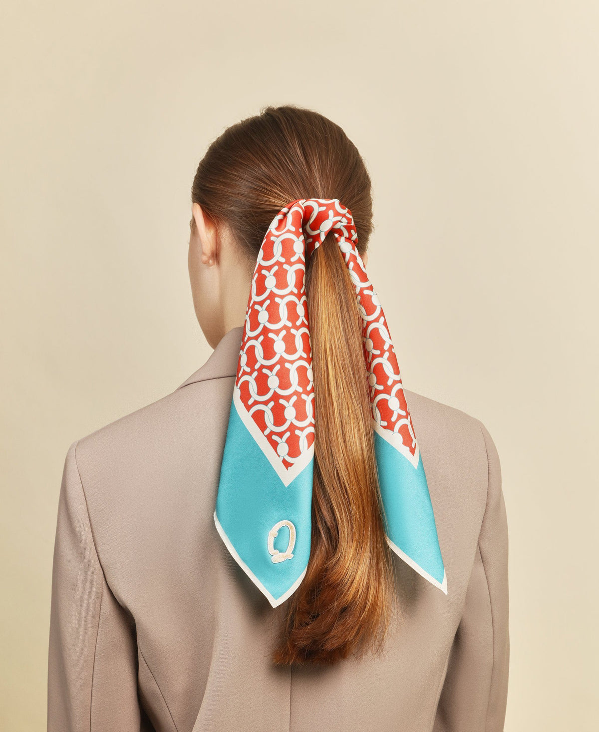 C Lock Scarf - Cherry