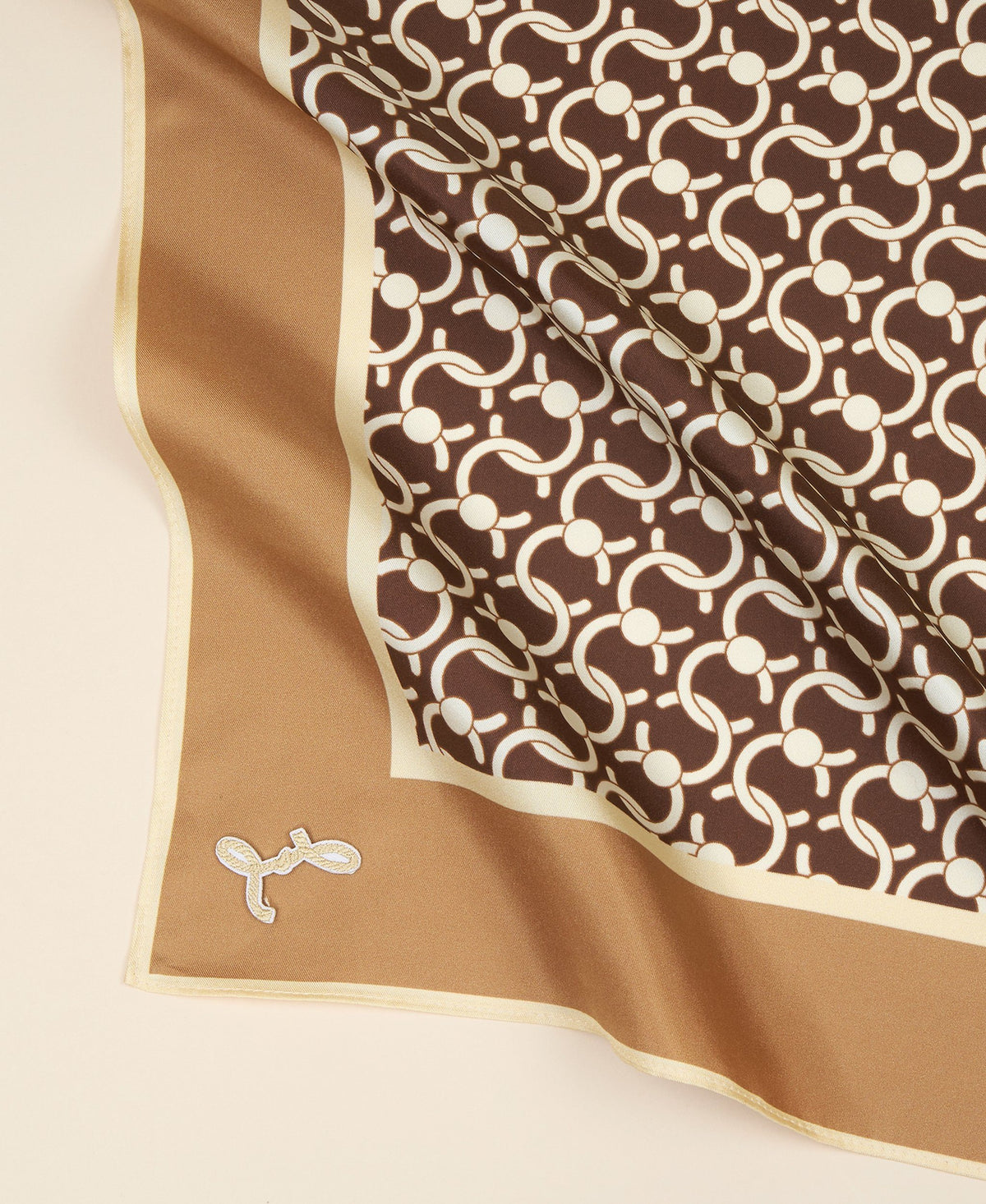 Cafuné C-Lock Scarf in Walnut. 100% Silk.