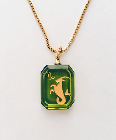 Capricorn Necklace - Green Zodiac Birthstone Crystal Pendant Necklace - Crystal Front