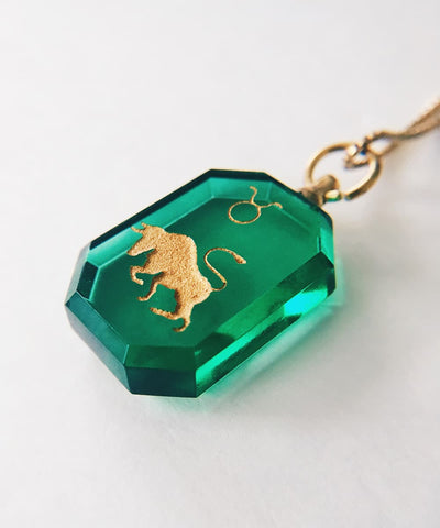 Taurus Necklace - Green Zodiac Birthstone Crystal Pendant Necklace - Closeup