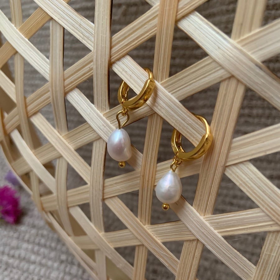 Aina Earrings Pearl