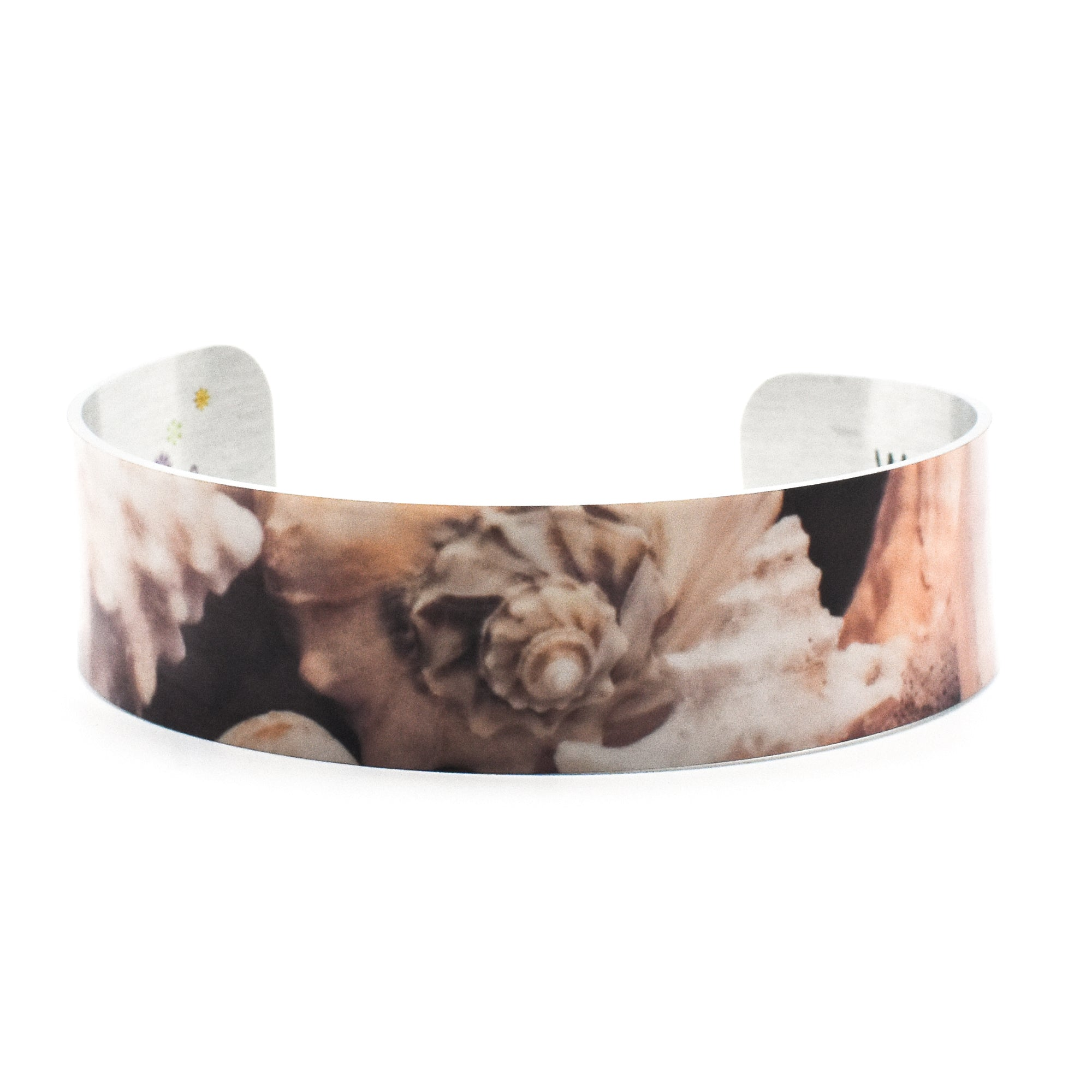Standard view of conch shell bracelet | Narrow Cuff | Wear the Wonder