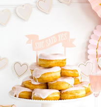 Laden Sie das Bild in den Galerie-Viewer, She Said Yes Cake Topper Brautparty JGA Hochzeit Kuchenstecker Rosa Deko