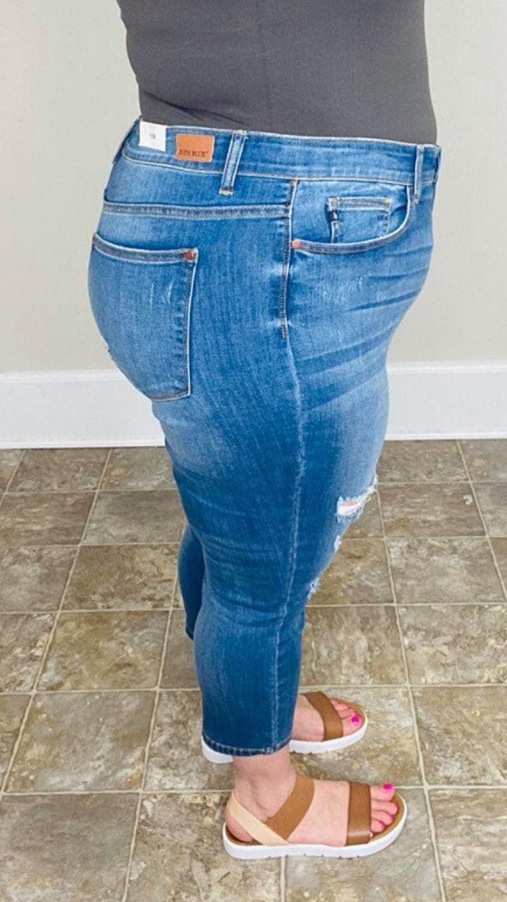 Plus Size Distressed Judy Blue Capri | Shirley