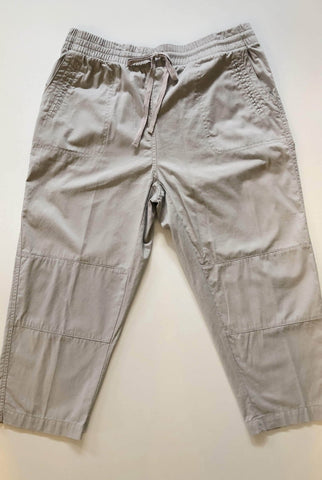SUZANNE GRAE Silver 3/4 Pants, Size 10