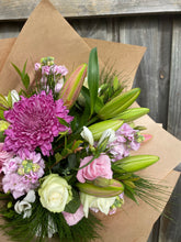 Load image into Gallery viewer, Pink bouquet