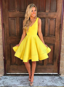 Yellow A-Line V-Neck Knee-Length Satin Homecoming Dresses OM144