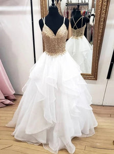Lace Appliques A Line V-neck Sleeveless Tulle Wedding Dresses OW694