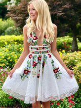Charming A-line Lace Floral Homecoming Dress V Neck Short Prom Dress OM136