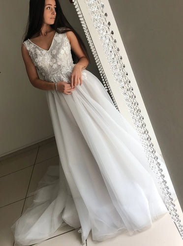 Ivory V-Neck Appliques Tulle Long Wedding Dress OW419