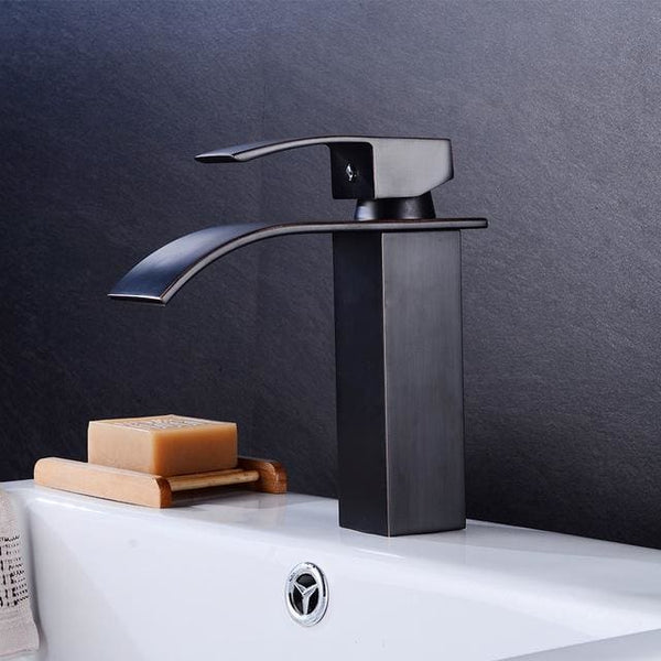 Waterfall Faucet - Pausetwoplay