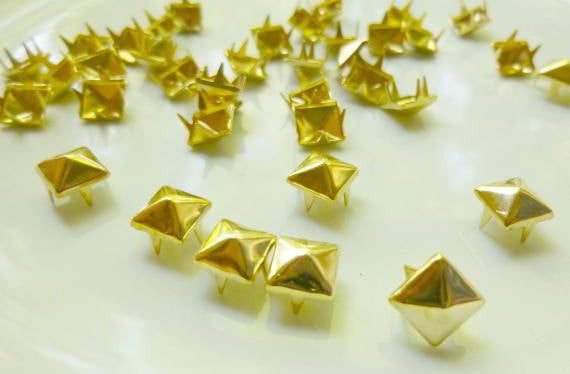 50 Gold Rivet Stud Spikes - 7mm - Metal - 4 legs