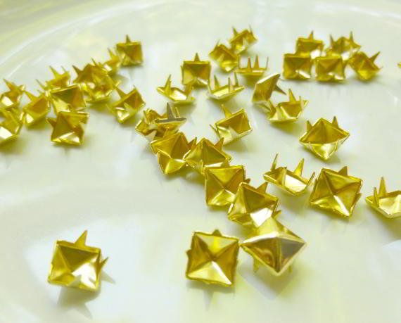 100 Gold Rivet Stud Spikes - 7mm - Metal - 4 legs -  Rivets Studs Spike