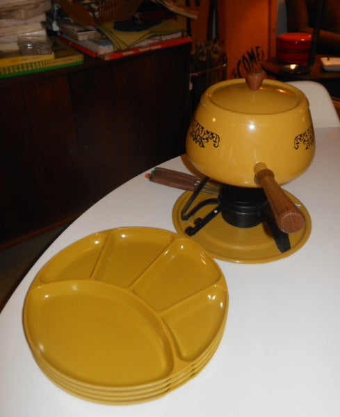 Fondue Pot and Plates