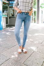 Load image into Gallery viewer, Summer Send-off Light Wash Jeans