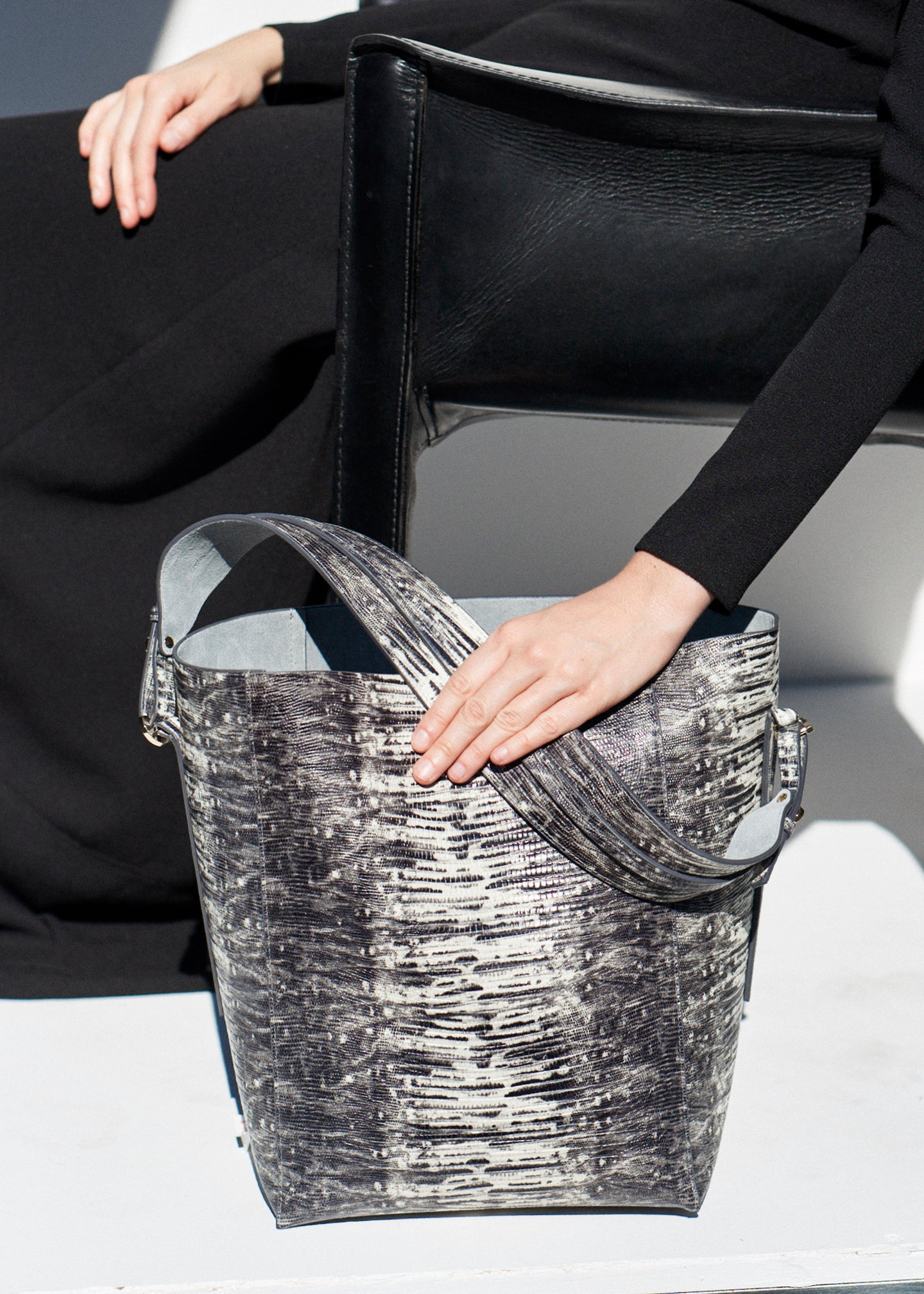 Bucket Bag in Embossed Leather - Grey - Co Collections