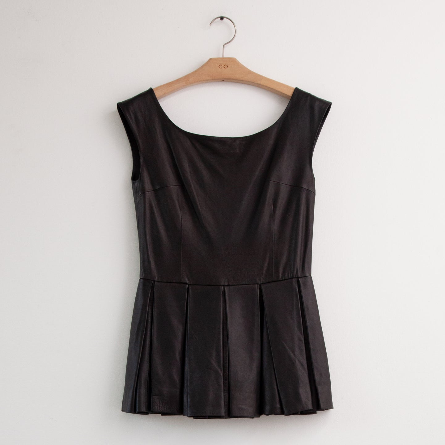 CO - Sleeveless scoop neck top with pleats in black nappa leather