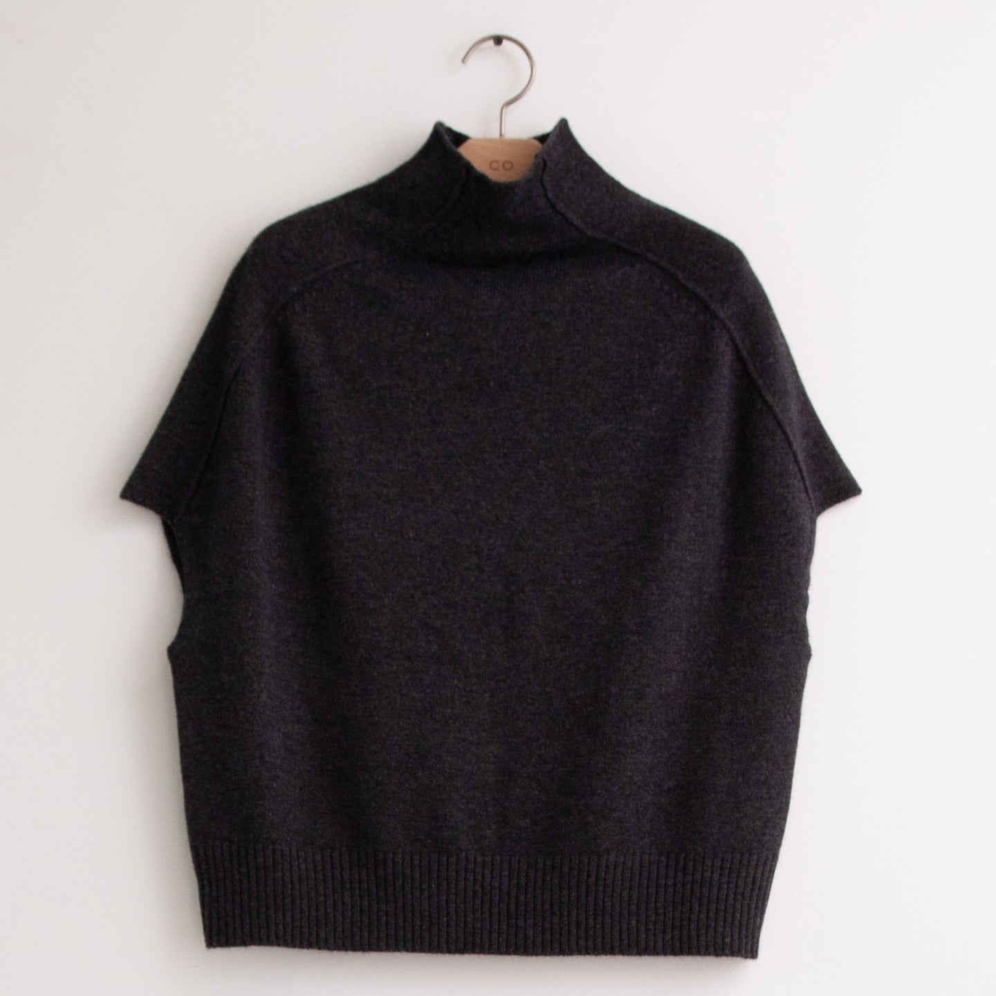Mock neck sweater with cap sleeve in charcoal wool cashmere - CO
