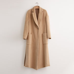 CO - One button coat with side slit detail and exaggerated pockets in camel cashmere