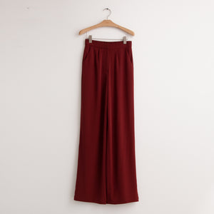 Wide leg fluid trouser with elastic back waistband in bordeaux stretch crepe - CO