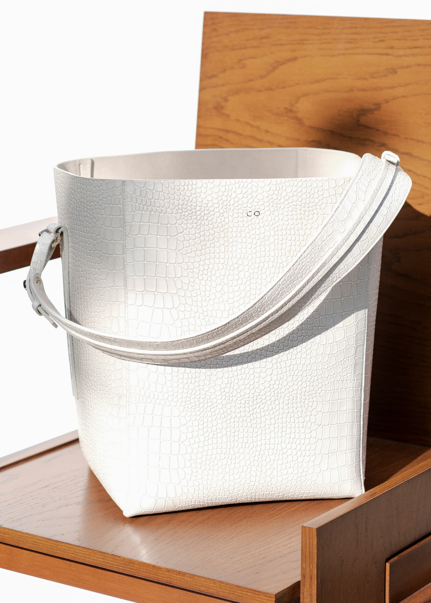 Bucket Bag in Embossed Leather - White - Co Collections