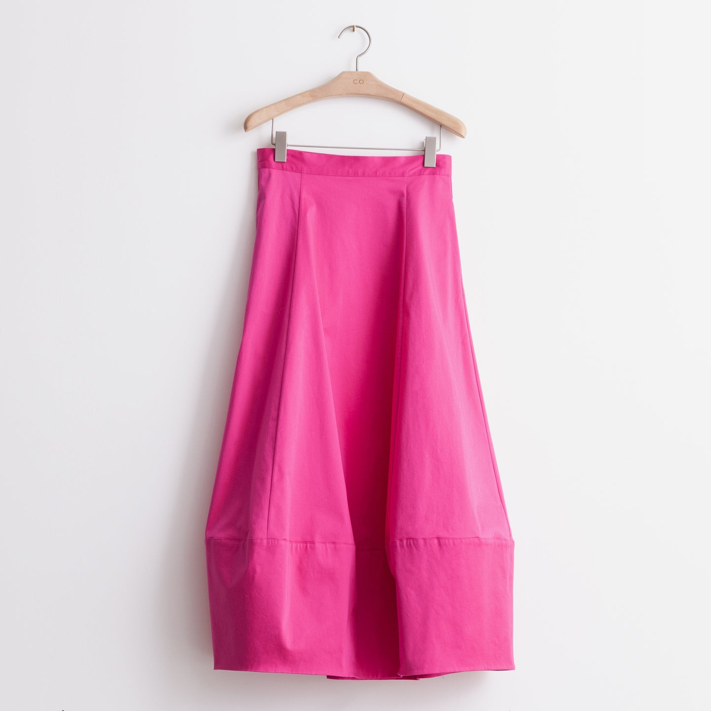 Tulip hem midi skirt in pink stretch cotton sateen. - CO