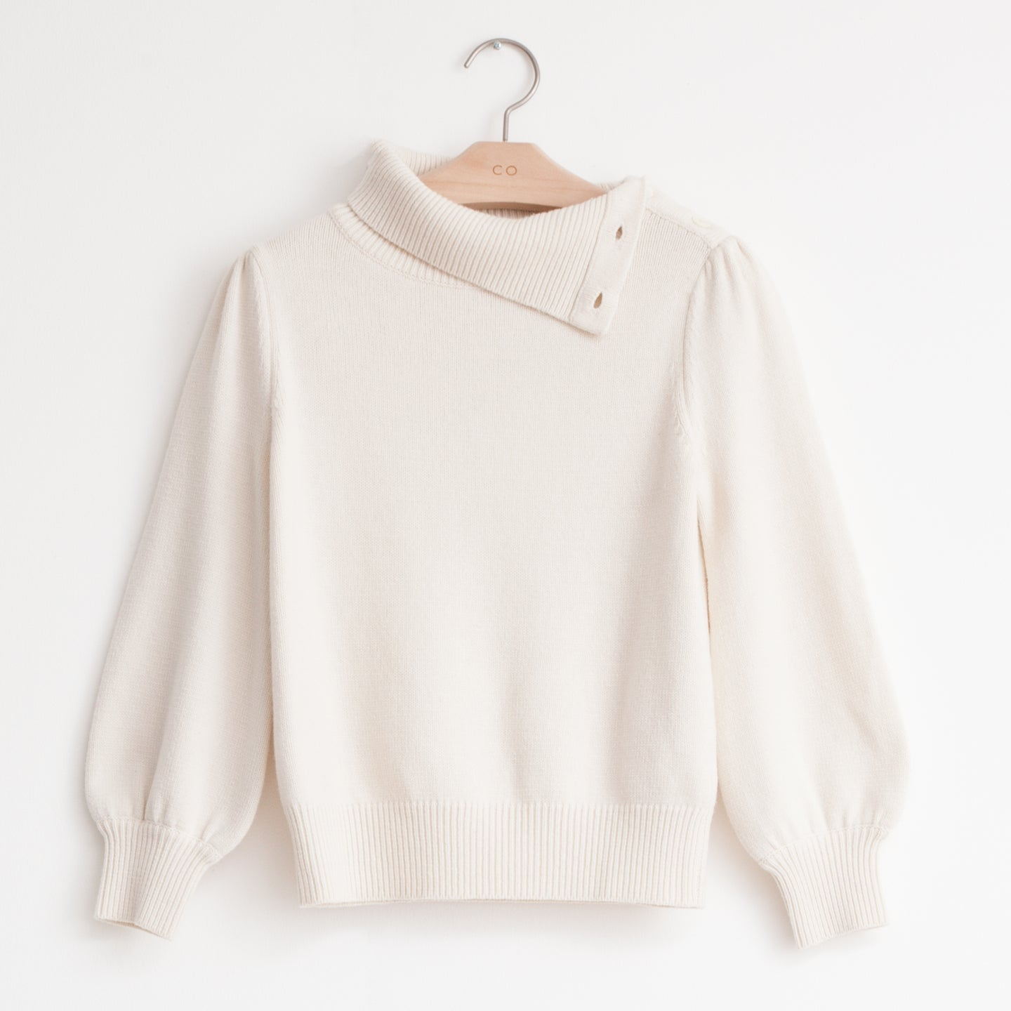 Button shoulder sweater with bishop sleeve in ivory wool cashmere - CO