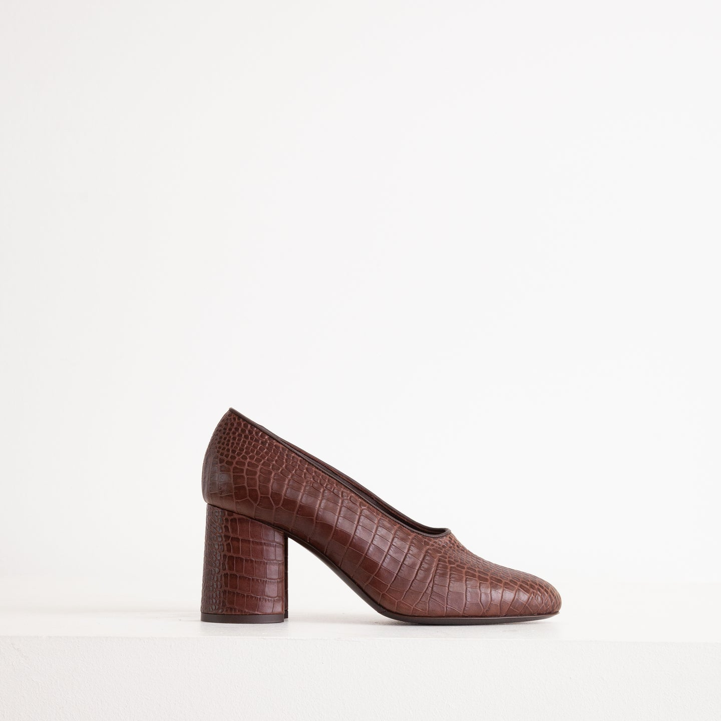Stacked heel pump in brown embossed leather - CO