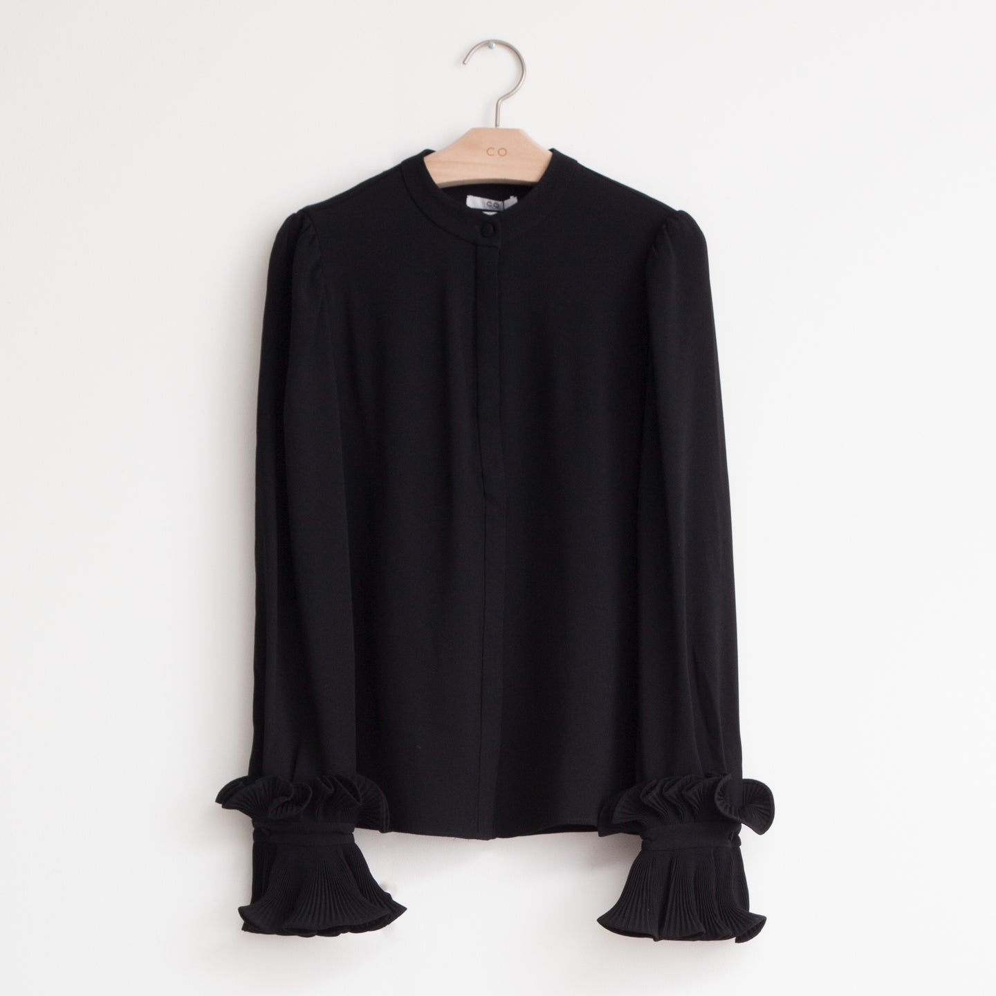 Long sleeve button front shirt with exaggerated pleated wrist detail in black japanese crepe - CO