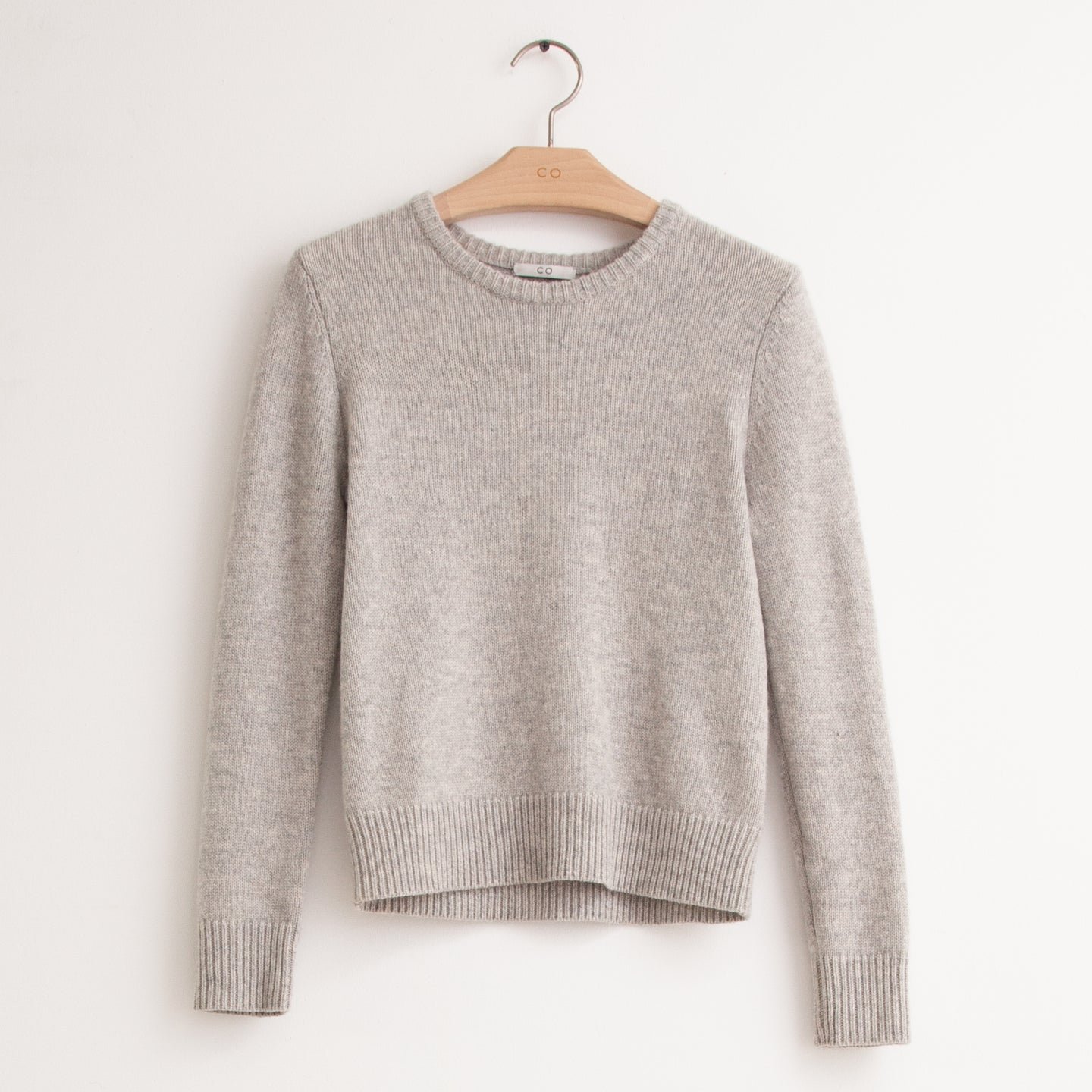 Crew neck sweater with ribbed banded hem in grey cashmere - CO