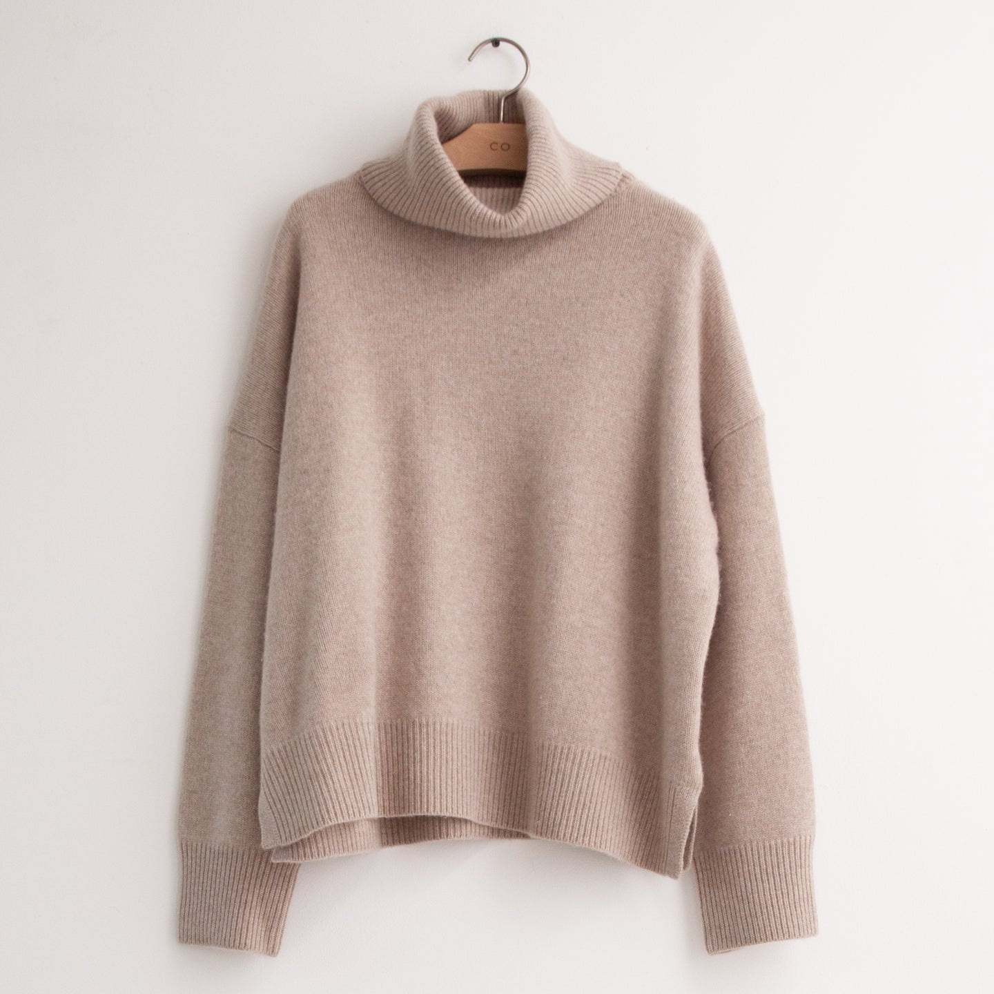 Drop shoulder turtleneck in taupe wool cashmere - CO