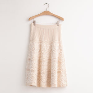 Cable knit knee length skirt in ivory cashmere - CO