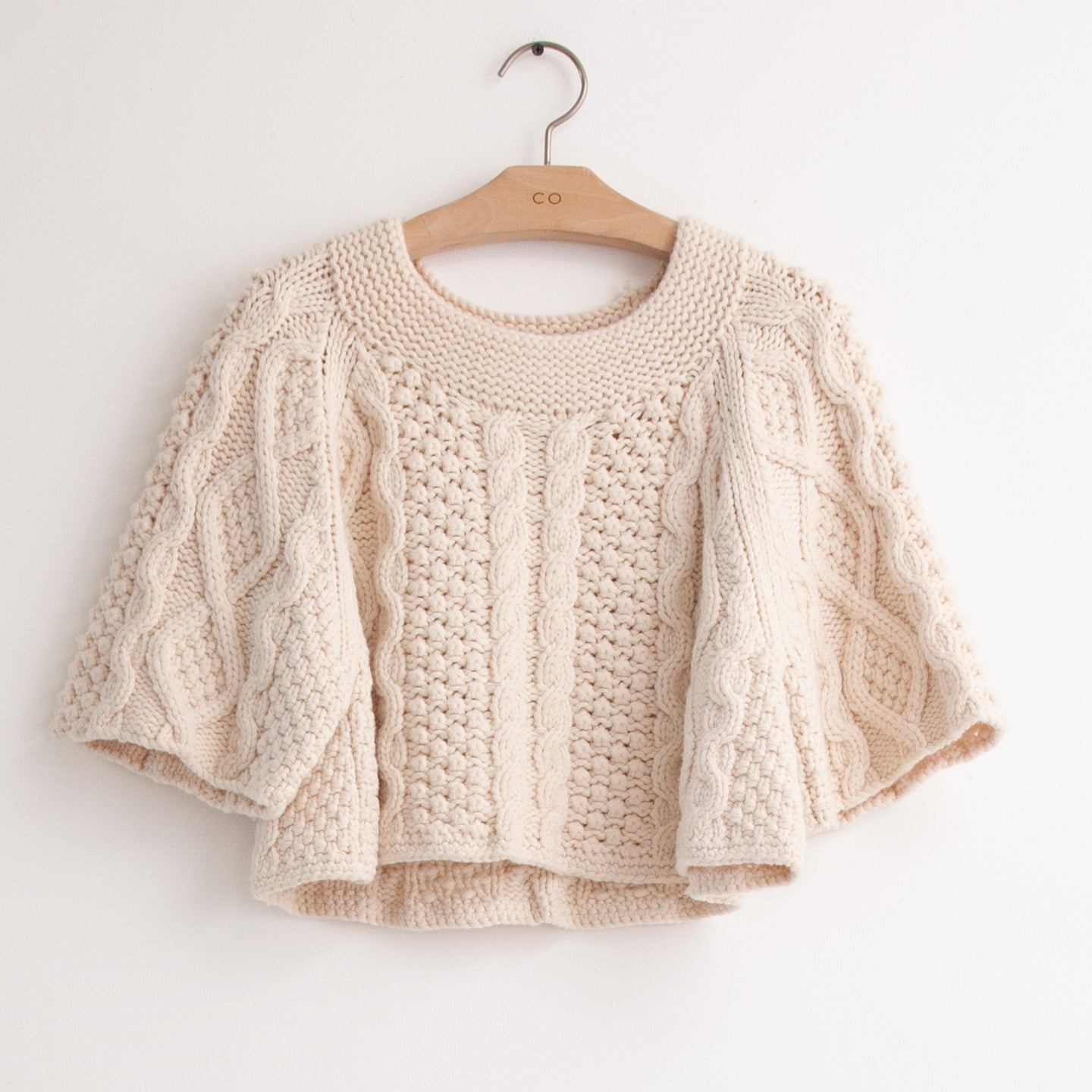 CO - Cable knit cropped pull over in ivory cashmere