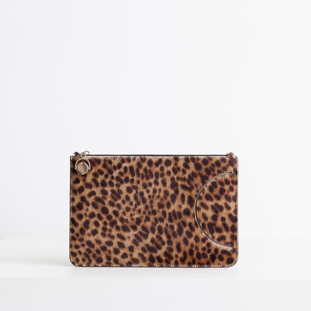 CO - Flat pouch in leopard pony