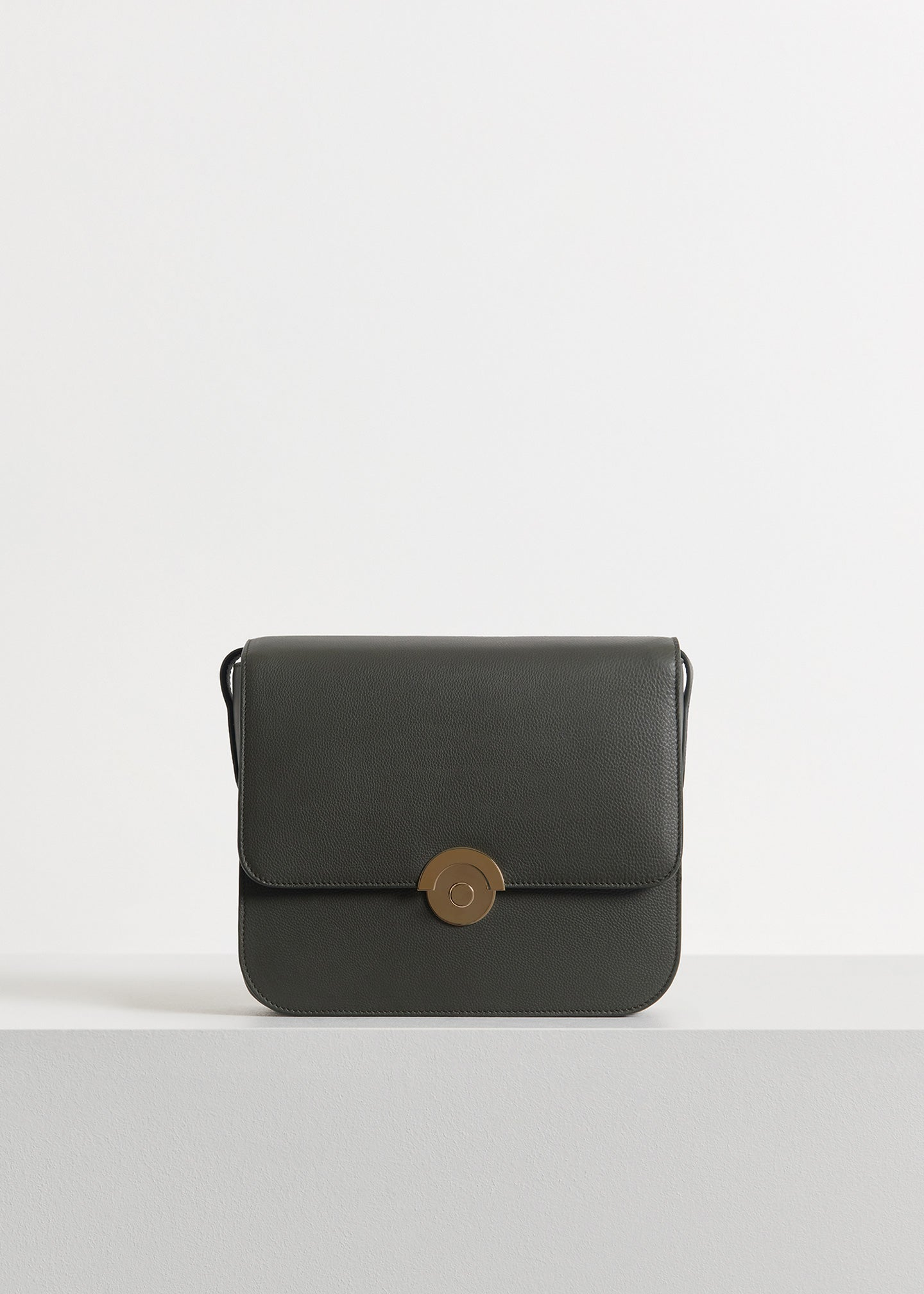 Box Bag in Pebbled Leather - Olive - CO