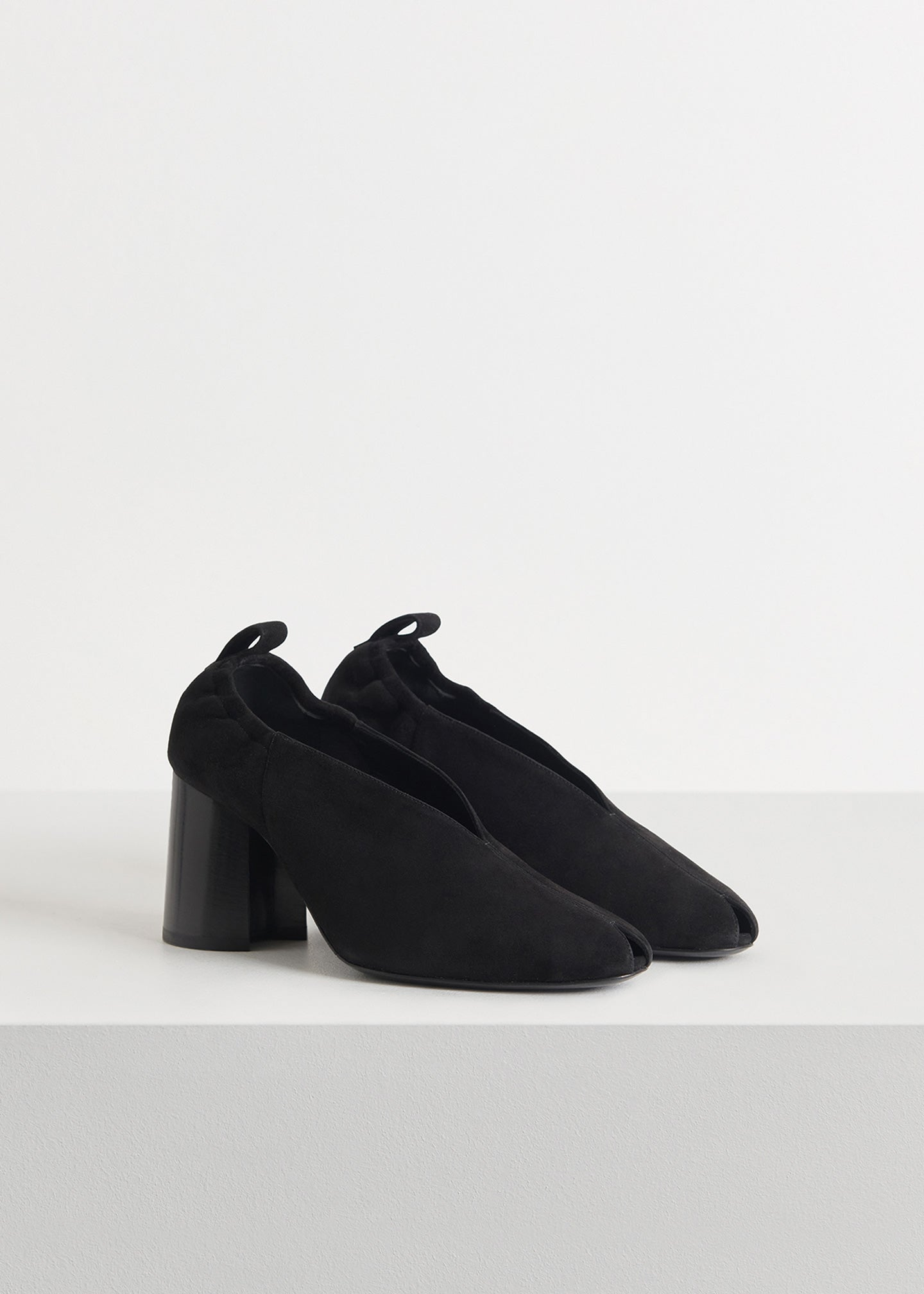 CO - Slit Heel in Suede - Black