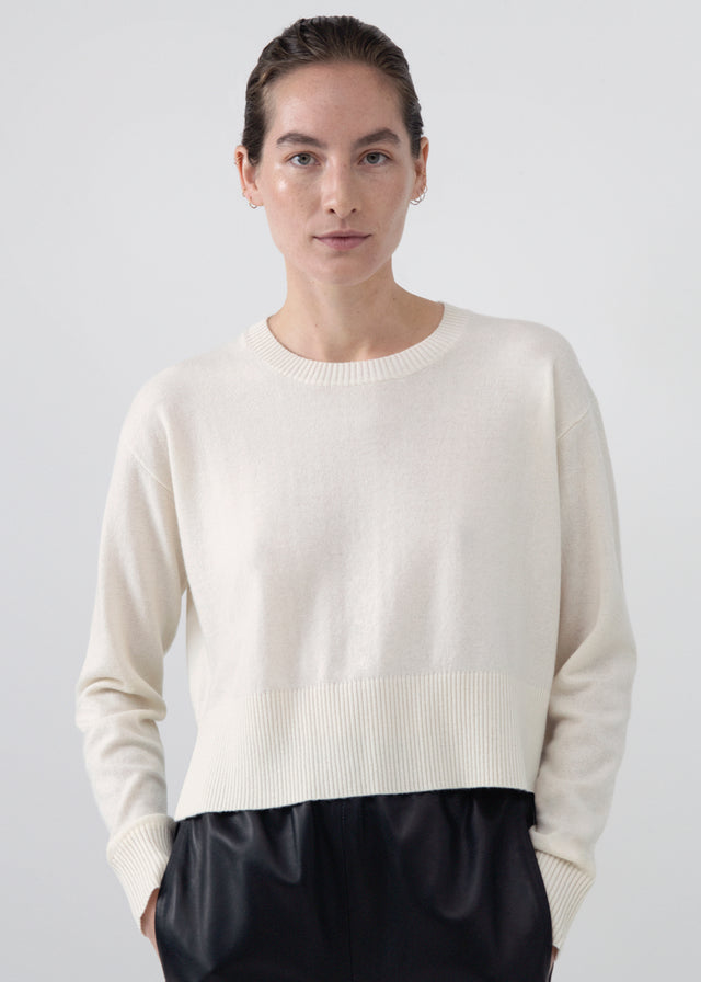 CO - Cropped Crew Neck in Wool Cashmere - Ivory