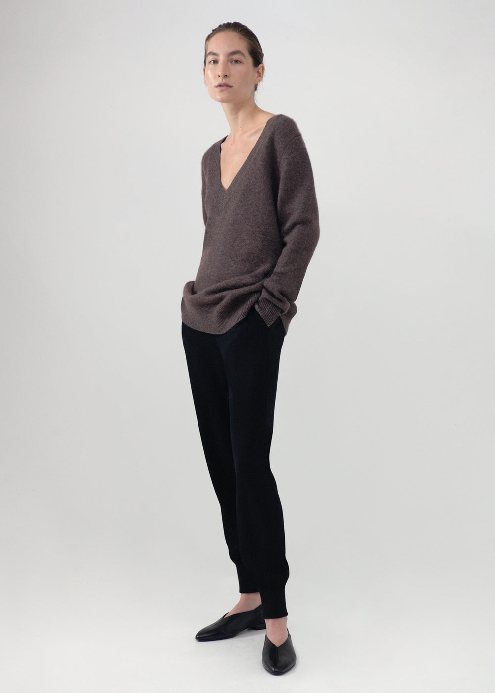 V-Neck Boyfriend Sweater in Wool Cashmere - Brown - CO