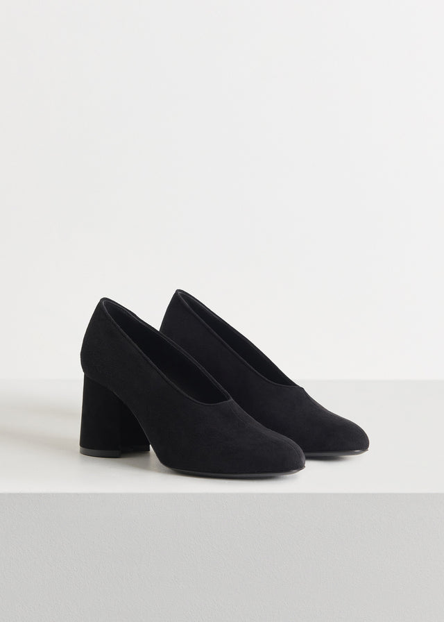 CO - Classic Pump in Suede - Black